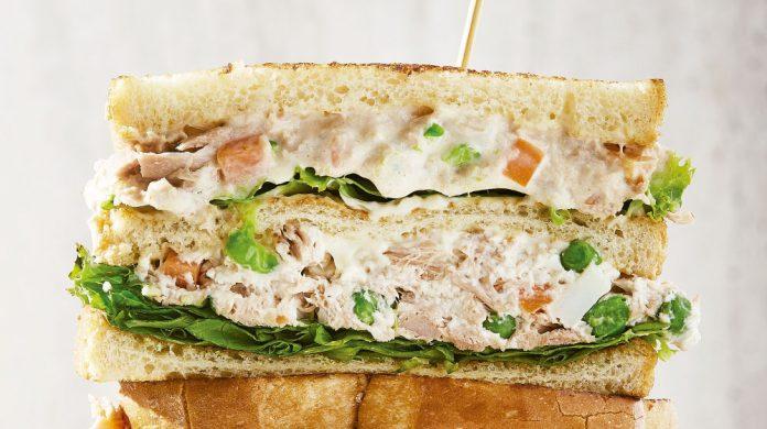 sándwich de atún con mayonesa - sándwich de atún con mayonesa