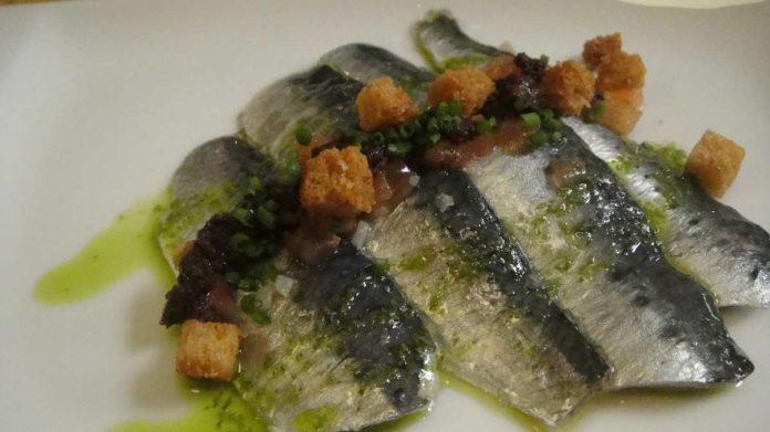 sardinas marinadas con queso y confitura de tomate - sardinas marinadas con queso y confitura de tomate