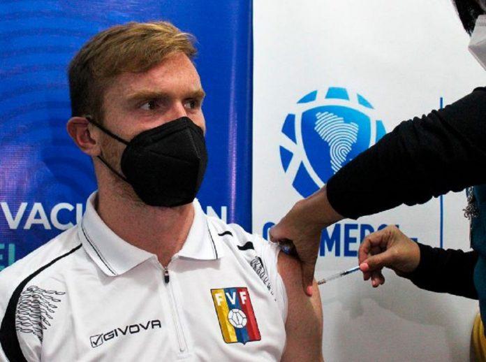 futbolistas venezolanos recibieron vacuna contra el Covid-19