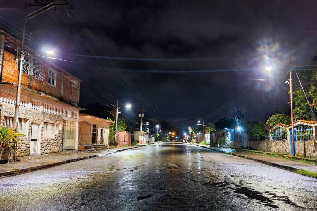 Reactivan tres torres de iluminación en Naguanagua - Reactivan tres torres de iluminación en Naguanagua