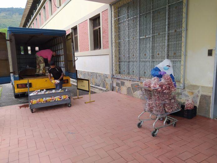 donativo de alimentos al asilo San Vicente de Paúl