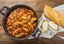 Paticas de cochino en salsa de tomate