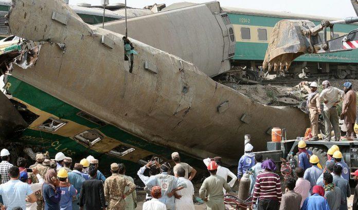 Choque de trenes en Pakistán - Choque de trenes en Pakistán