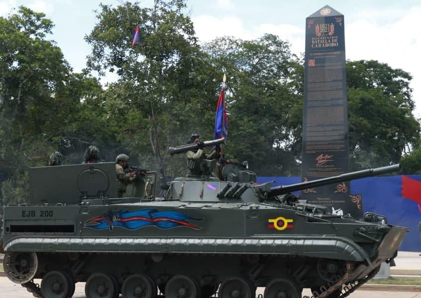 Nicolás Maduro dio inicio al desfile Bicentenario de Carabobo