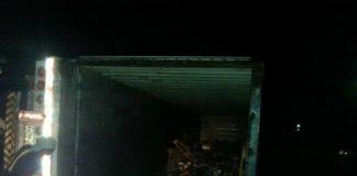 Se volcó y saquean camión con carga en Chaguaramos - Se volcó y saquean camión con carga en Chaguaramos