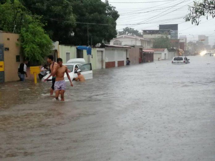 Familias al norte de Barquisimeto amanecen anegadas - Familias al norte de Barquisimeto amanecen anegadas