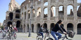 Italia elimina la obligación de llevar mascarilla