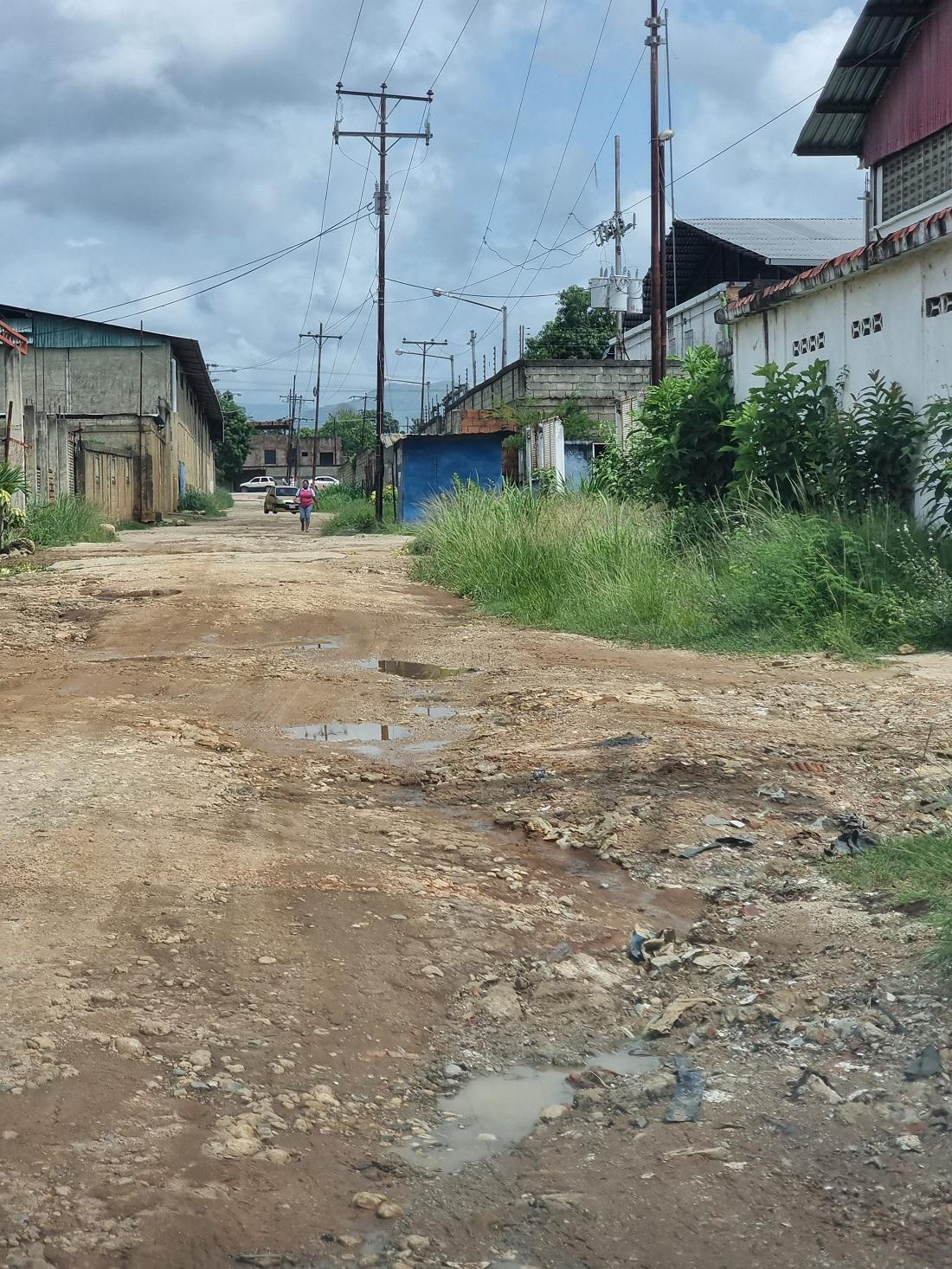 Vecinos de La Yaguara exigen arreglos - Vecinos de La Yaguara exigen arreglos