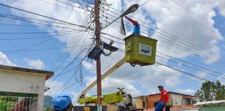 Instalan 165 lámparas en tres comunidades