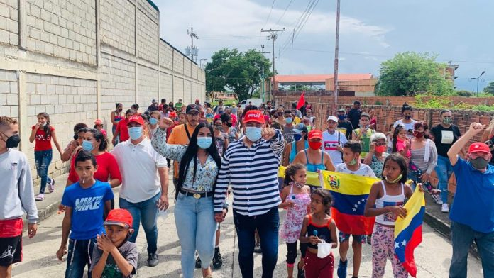 Ángel Fernández realizo caminata en el Roble (1)