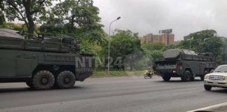 Vehículos militares en autopista Francisco Fajardo - Vehículos militares en autopista Francisco Fajardo