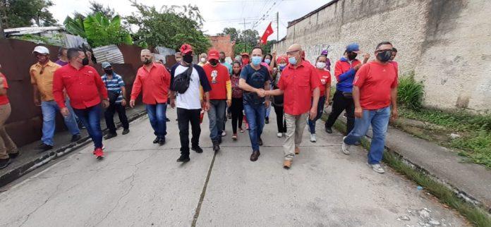 Precandidato Vielma Mora recorrió comunidades