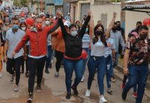 Gustavo Gutiérrez encabezó una caminata