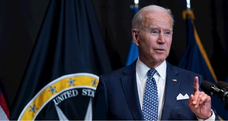 Biden propone pagar 100 dólares a cada estadounidense que se vacune