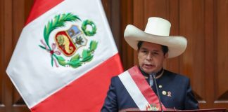 Pedro Castillo asumió la presidencia de Perú este miércoles