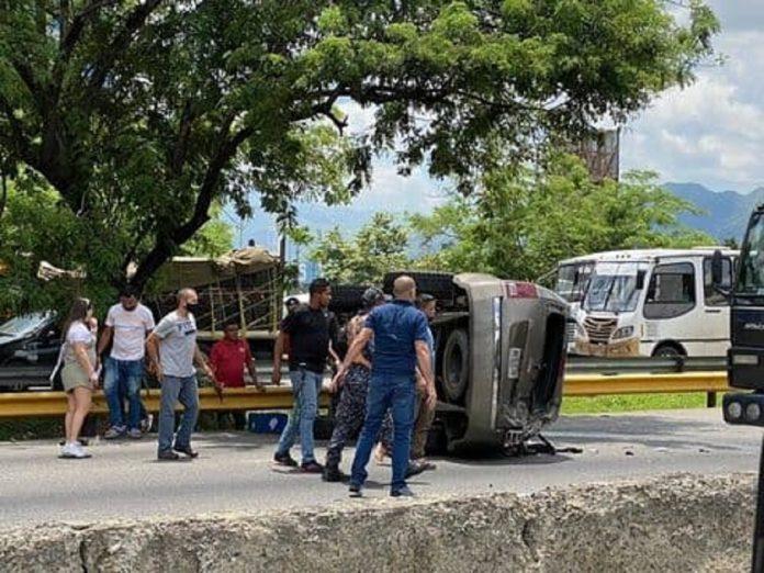 Accidente de tránsito frente al Metrópolis Valencia - Accidente de tránsito frente al Metrópolis Valencia