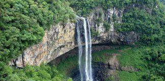 Joven muere al caer de una cascada