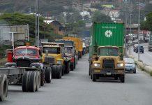 Camión de carga se volcó en Boca de Aroa