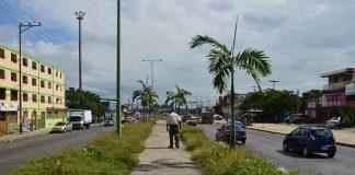 Cloacas desbordadas en la Urbanización La Isabelica