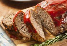 Pastel de carne con salsa de tomate