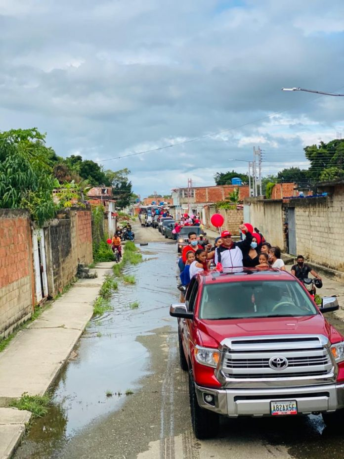 Ángel Fernández realizó caravana