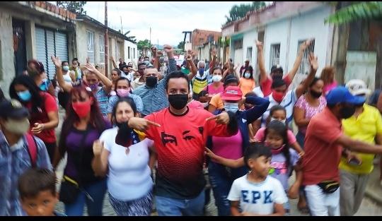Precandidato Miguel Flores continúa sumando militantes del Psuv en Valencia