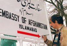Afganistán retira a diplomáticos de Pakistán