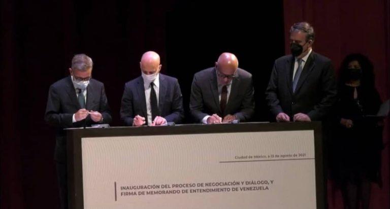 Oposición y el Gobierno Nacional firmaron memorando de entendimiento en primera reunión de diálogo