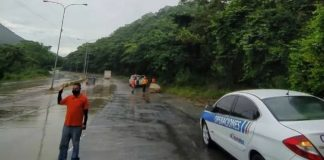 Autopista Valencia-Puerto Cabello está totalmente operativa tras deslizamiento de rocas