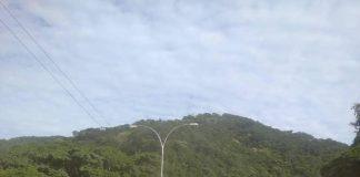 Gandola se volcó en Autopista Valencia – Puerto Cabello - Gandola se volcó en Autopista Valencia – Puerto Cabello