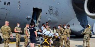 Mujer afgana dio a luz en el avión - Mujer afgana dio a luz en el avión