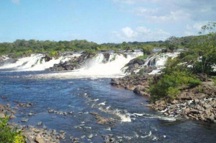 Arrojaron el cadáver de una mujer a las orillas del río del Parque Cachamay