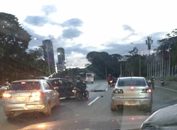 Robo a una camioneta de pasajeros en Caracas - Robo a una camioneta de pasajeros en Caracas
