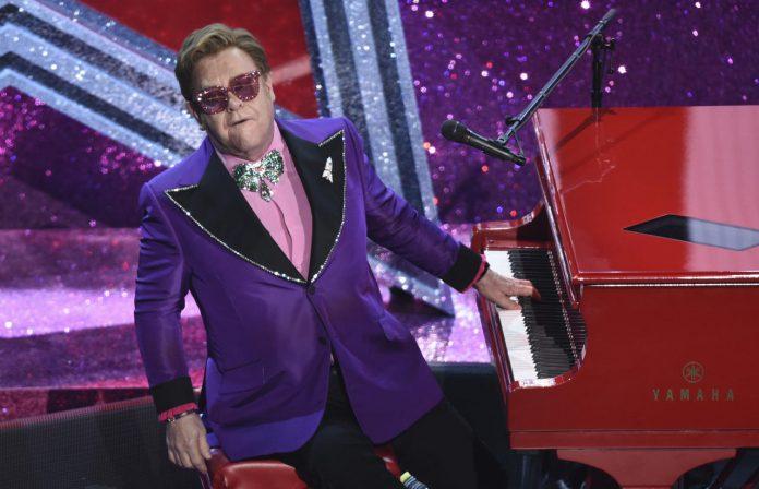 Elton John pospone su próxima gira