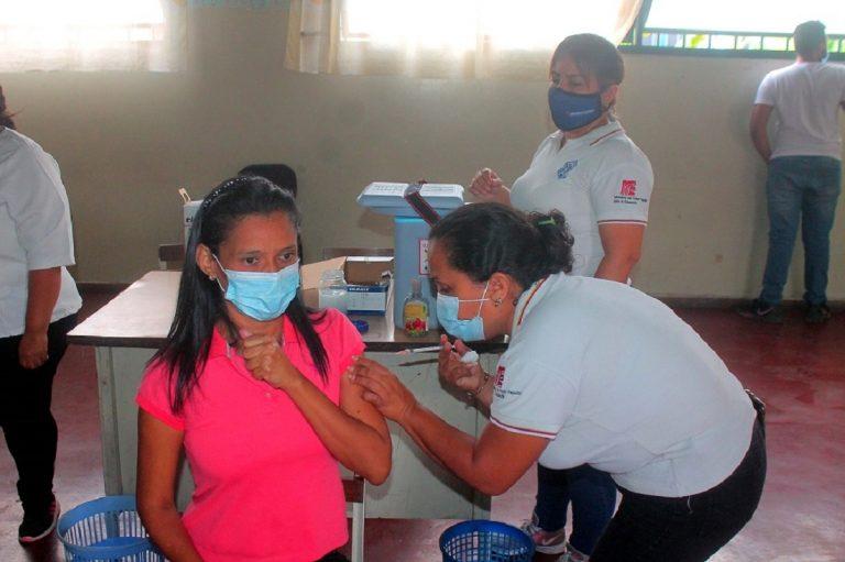 Aceleranplan de vacunación paradocentes de Carabobo