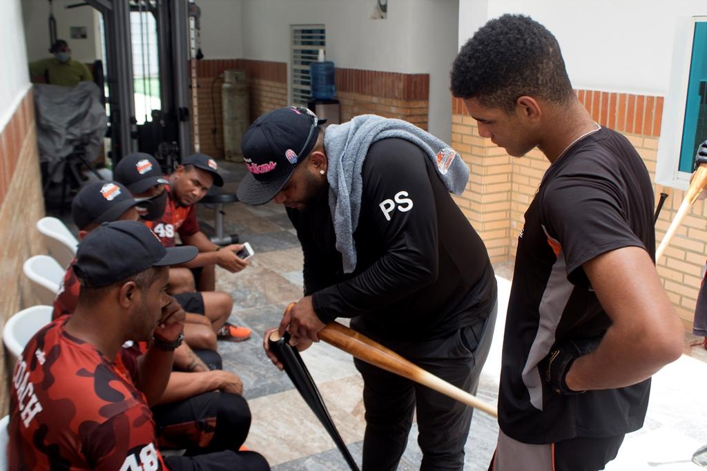 Pablo Sandoval de visita en su academia