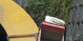 Camión chocó contra túnel de Turumo - Camión chocó contra túnel de Turumo