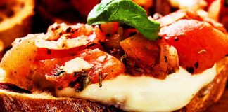bruschetta de tomate y mozzarella - bruschetta de tomate y mozzarella