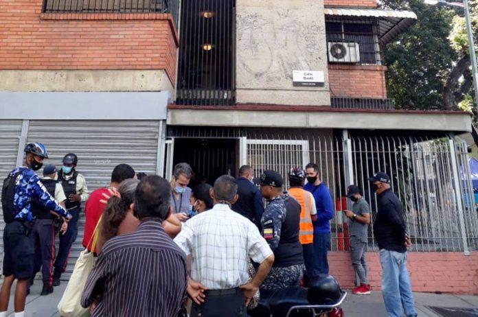 personas invadir edificio en Sabana Grande - personas invadir edificio en Sabana Grande
