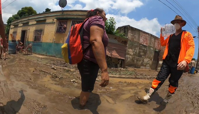 Carlos Lozano recorre comunidades de Morón