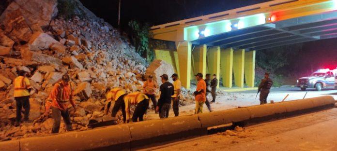 Derrumbes en la Autopista Valencia Puerto Cabello - Derrumbes en la Autopista Valencia Puerto Cabello