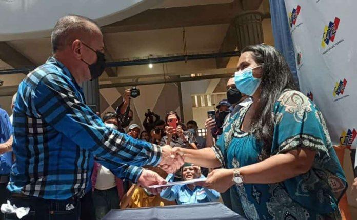 Manuel Rosales inscribió su candidatura - Manuel Rosales inscribió su candidatura