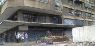 Anciana sufrió traumatismo tras caerse por las escaleras en la Avenida Bolívar