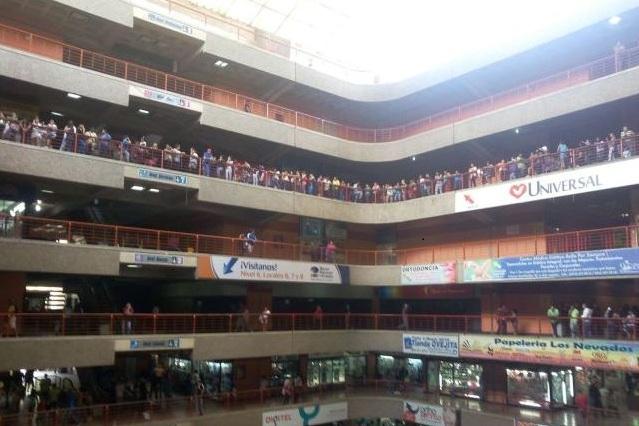 Mujer se lanzó desde el séptimo piso del Centro Comercial El Valle en Caracas