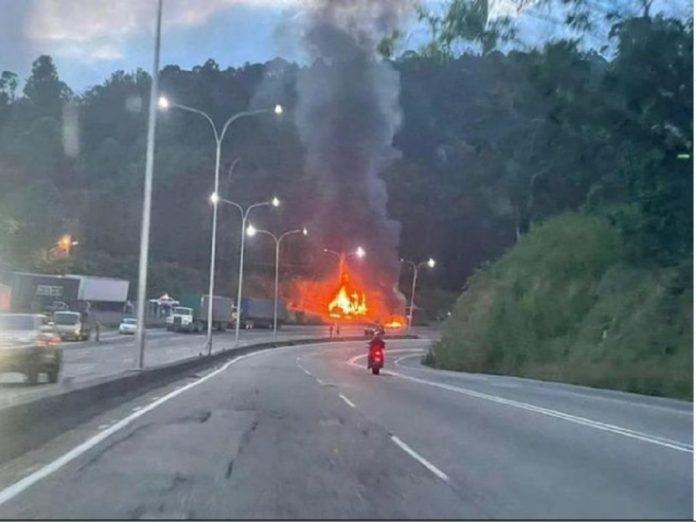 Gandola con pañales se incendió en Tazón