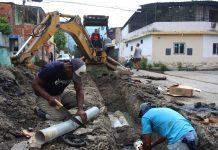 Sustituyen tuberías de aguas servidas - Sustituyen tuberías de aguas servidas