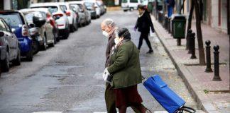 España decidió administrar una tercera dosis de vacuna contra el Covid-19 a mayores de 70 años