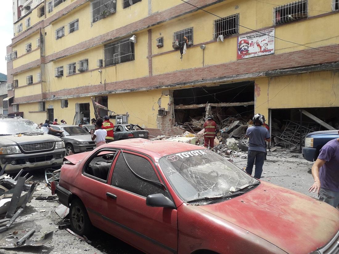 Diez heridos tras explosión de dos bombonas en San Martín - Diez heridos tras explosión de dos bombonas en San Martín
