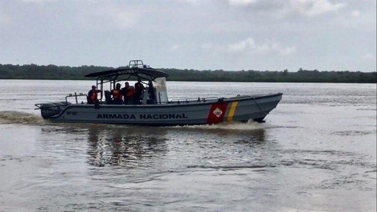 Cuatro personas desaparecen tras naufragio de curiara en río Caroní