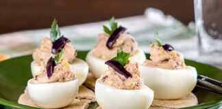 huevos rellenos de atún con mayonesa - huevos rellenos de atún con mayonesa